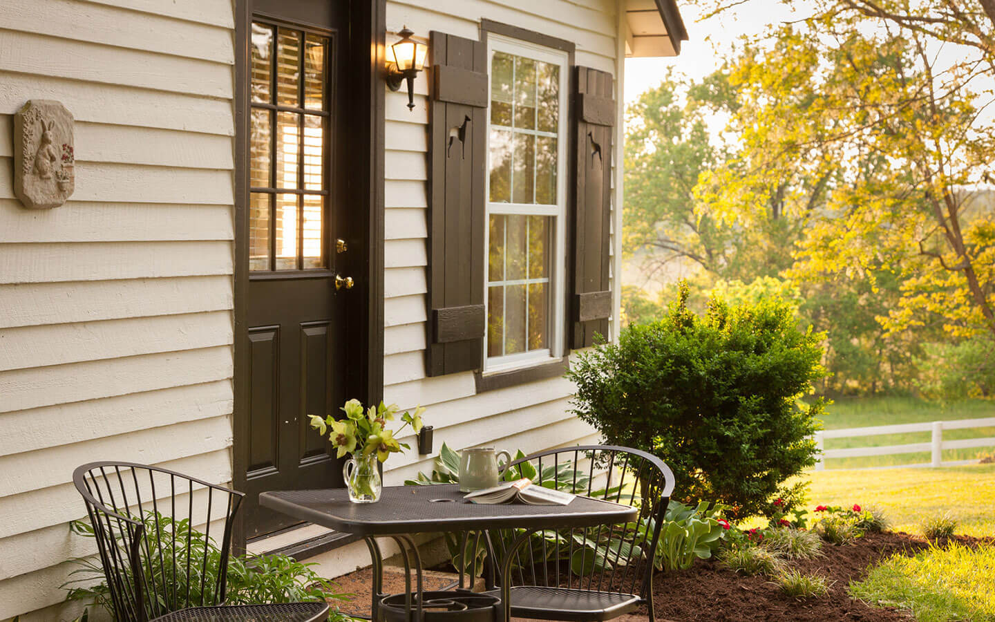 Pets have easy access to the outdoors with our 6 pet friendly cottages